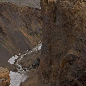 Stærð manneskjunar gefur til kynna hversu hátt gljúfrið er.