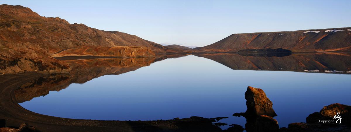 Fögur hauststilla við Kleifarvatn. Náttúrufegurð Krýsuvíkur heillar marga.